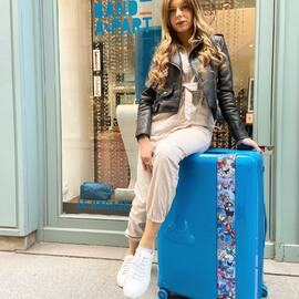 50% de remise sur tout le site grâce au code promo SARAH 🦋💧🦋 • • • #BandeAPart #BandeAPartParis #Luggage #Valise #Paris #Luggage #FrenchBrand #PetrolBlue #Bleu #ParisIsBeautiful #Dentelle #SummerIsComing #SarahLopez #SarahLopezOff